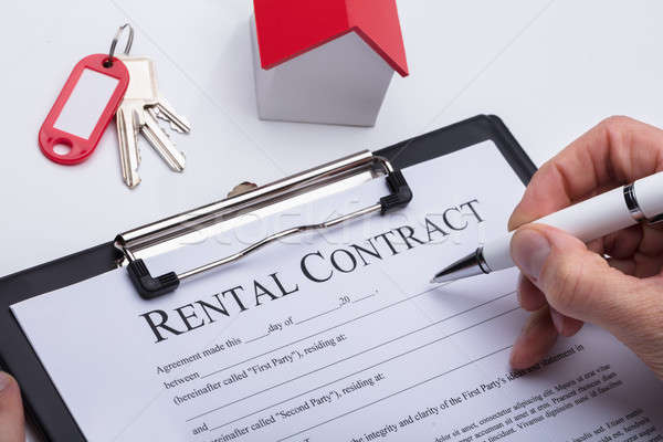 Stockfoto: Menselijke · hand · vulling · contract · vorm · huis