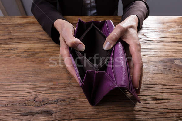 Lege portemonnee hand Stockfoto © AndreyPopov