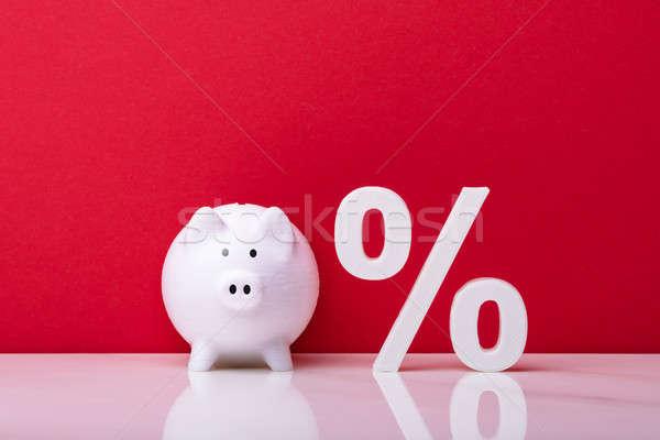 Witte spaarpot percentage symbool Rood muur Stockfoto © AndreyPopov