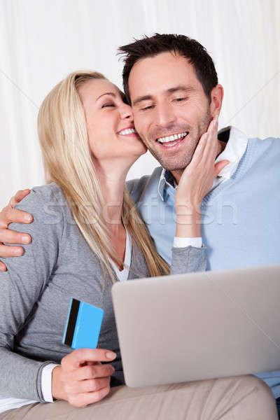 Stockfoto: Paar · winkelen · online · vergadering · lachend