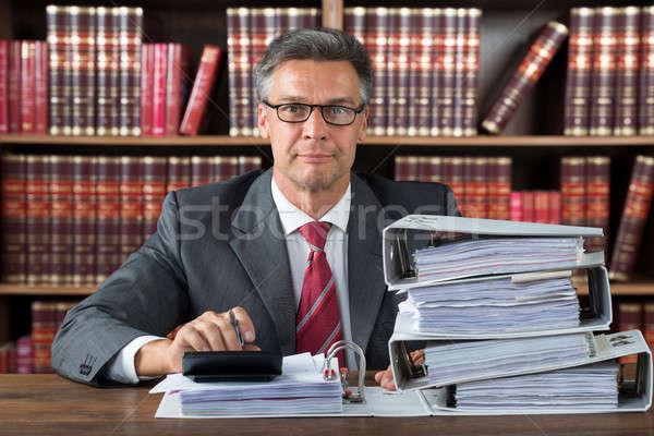 Männlich Buchhalter arbeiten gestapelt Ordner Schreibtisch Stock foto © AndreyPopov