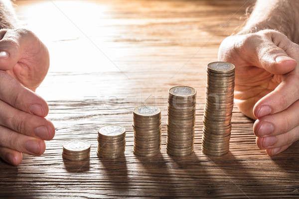 Férfi érme asztal közelkép kéz kettő Stock fotó © AndreyPopov