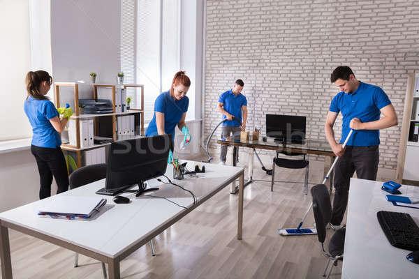 Сток-фото: очистки · служба · группа · современных · осторожность · влажный