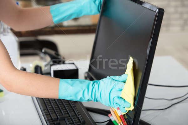 Femme nettoyage bureau écran rag Photo stock © AndreyPopov