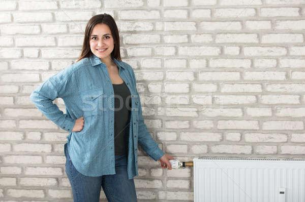 女性 温度 ラジエーター 肖像 若い女性 サーモスタット ストックフォト © AndreyPopov