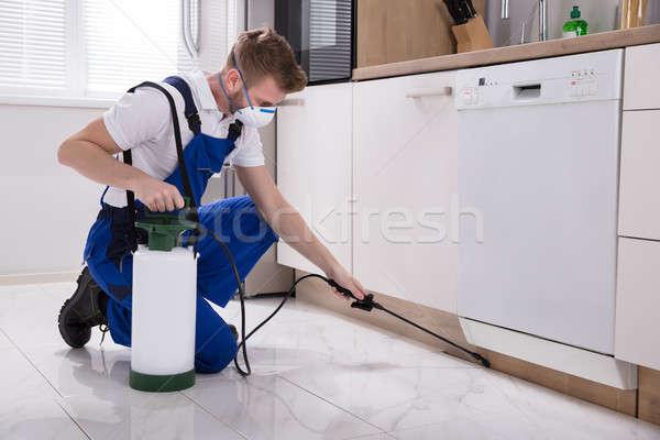 Pracownika chemicznych młodych mężczyzna kuchnia domu Zdjęcia stock © AndreyPopov
