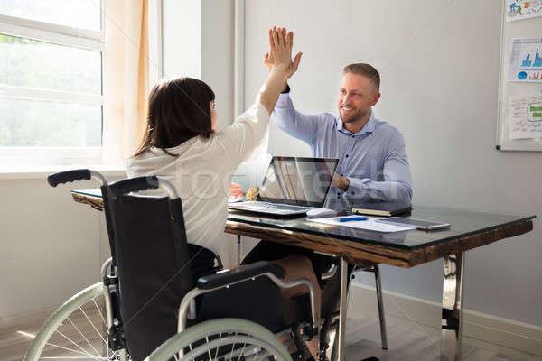Niepełnosprawnych kobieta interesu high five partnerem uśmiechnięty mężczyzna Zdjęcia stock © AndreyPopov