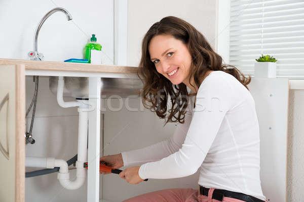 Stockfoto: Vrouw · pijp · jonge · vrouw · wastafel