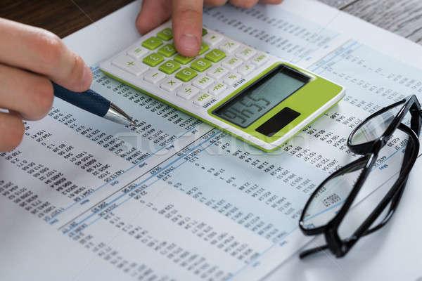 Osoby ręce rachunkowości dokumentu Kalkulator Zdjęcia stock © AndreyPopov