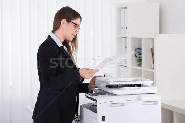 üzletasszony másolat gép fiatal gyönyörű iroda Stock fotó © AndreyPopov
