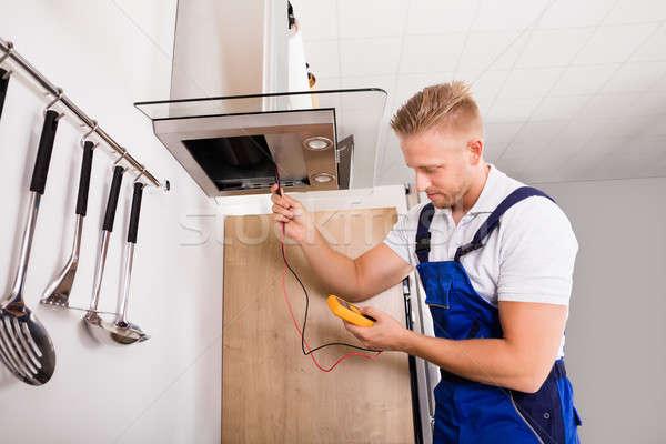 Tecnico cucina filtrare giovani maschio digitale Foto d'archivio © AndreyPopov