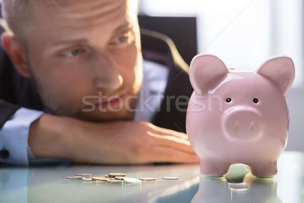 Bunalımlı adam bakıyor madeni para Stok fotoğraf © AndreyPopov