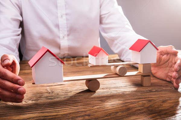 Mano equilibrio casa modelli primo piano modello Foto d'archivio © AndreyPopov