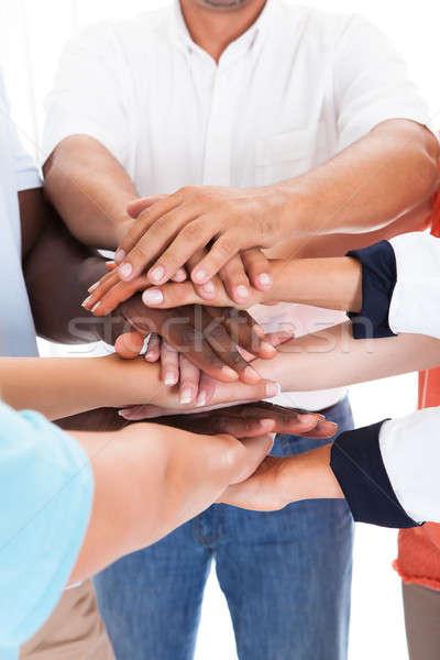 Gruppe Menschen Hände zusammen Hand top Stock foto © AndreyPopov