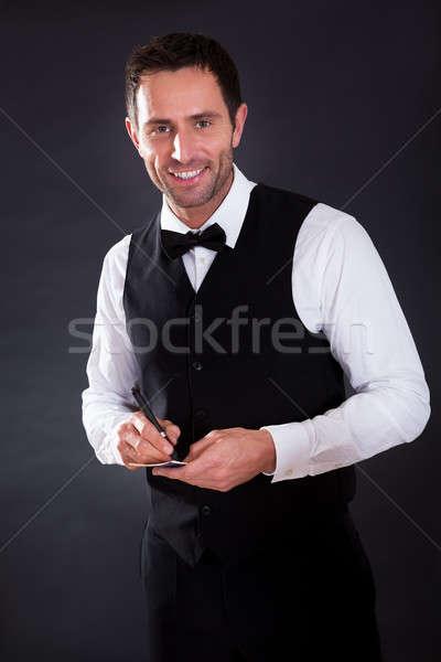Portret młodych wesoły kelner czarny strony Zdjęcia stock © AndreyPopov