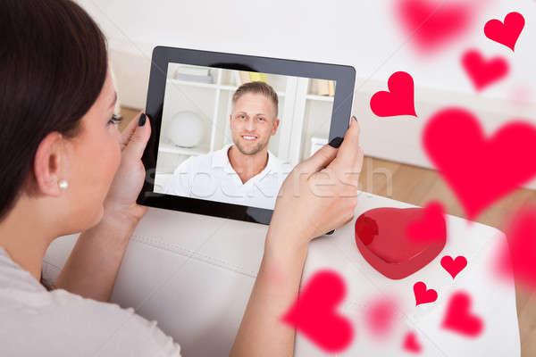 Mulher vídeo conversar namorado digital comprimido Foto stock © AndreyPopov