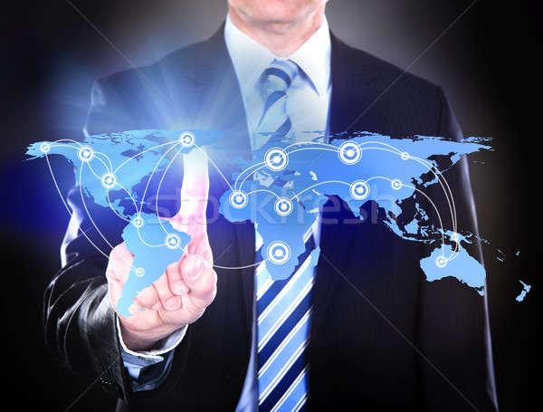 Zakenman aanraken wereldkaart wereldwijde business zwarte bron Stockfoto © AndreyPopov