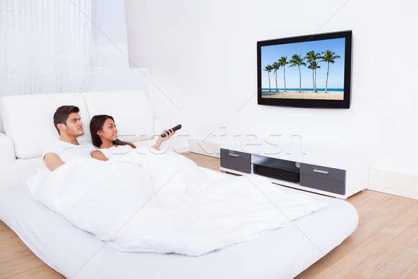 пару смотрят телевизор кровать домой Сток-фото © AndreyPopov
