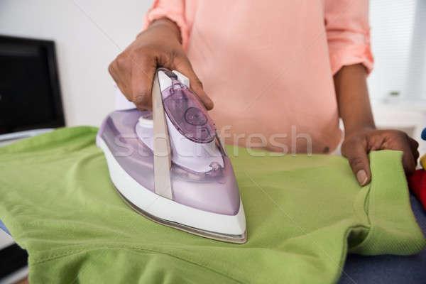 Hand strijken kleding tabel Stockfoto © AndreyPopov