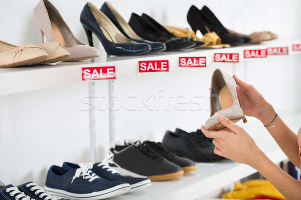 Kadın satın alma ayakkabı perakende depolamak görüntü Stok fotoğraf © AndreyPopov