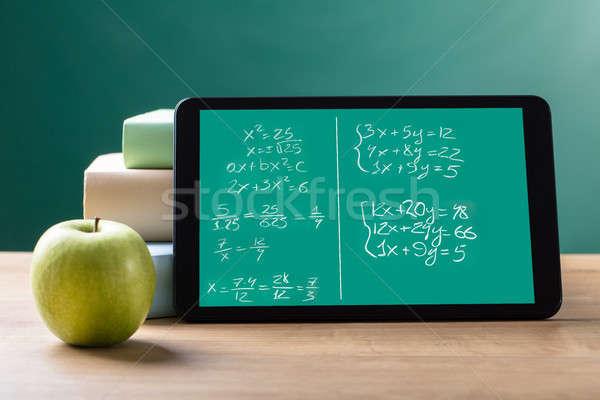 Digital comprimido matemático tela verde Foto stock © AndreyPopov