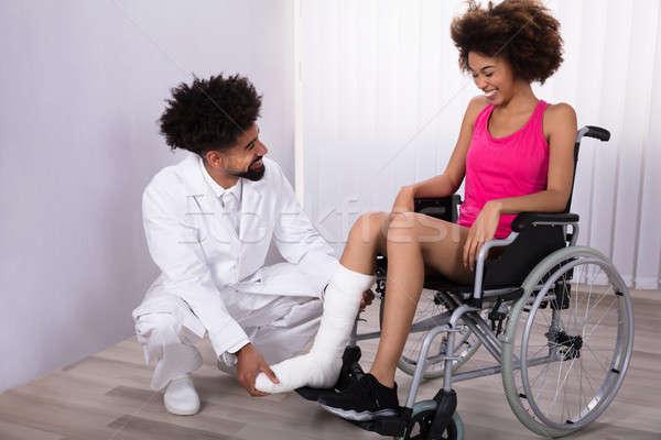 Megvizsgál láb női beteg férfi ül Stock fotó © AndreyPopov