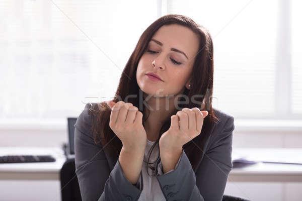 Zakenvrouw naar vinger nagels jonge Stockfoto © AndreyPopov