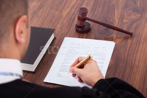Richter Unterzeichnung Dokument Gerichtssaal Bild Business Stock foto © AndreyPopov
