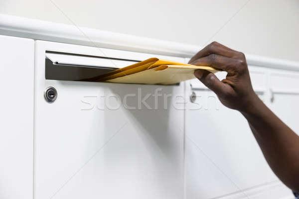 Сток-фото: человек · рук · конверт · почтовый · ящик · стороны