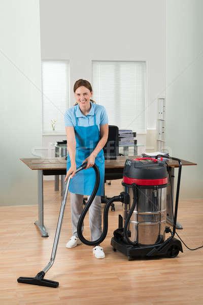 работник очистки полу пылесос счастливым женщины Сток-фото © AndreyPopov