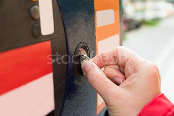 Persoon handen munt parkeren hand Stockfoto © AndreyPopov