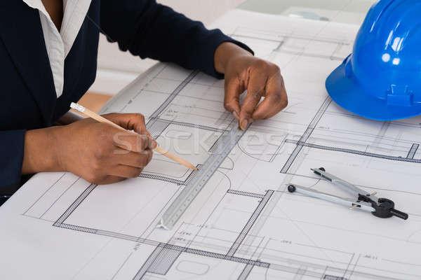 Empresária desenho diagrama mesa de escritório negócio Foto stock © AndreyPopov