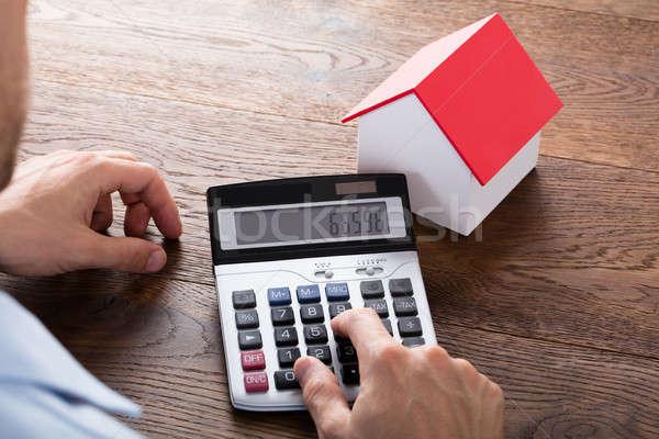 Pessoa cálculo casa modelo mão Foto stock © AndreyPopov