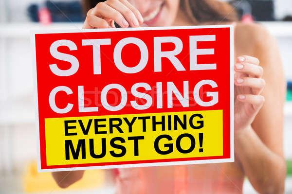 Cerrado signo tienda puerta primer plano mujer Foto stock © AndreyPopov
