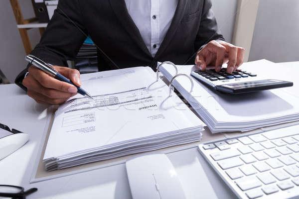 Primer plano empresario proyecto de ley mano calculadora negocios Foto stock © AndreyPopov