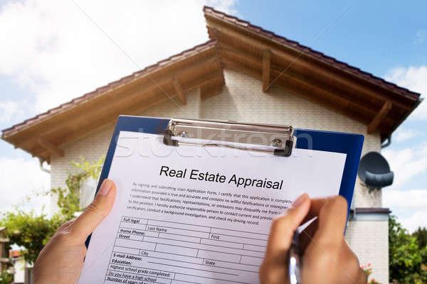 Persona relleno inmobiliario evaluación forma casa Foto stock © AndreyPopov