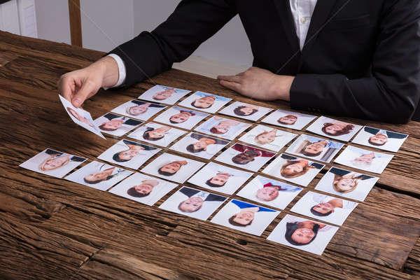 üzletember választ fénykép jelölt kéz fából készült Stock fotó © AndreyPopov