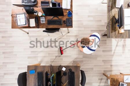 Fiatal hordoz polc mászik lépcső magasról fotózva Stock fotó © AndreyPopov