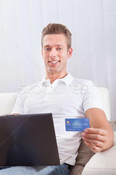 Adam oturma dizüstü bilgisayar kredi kartı alışveriş çevrimiçi Stok fotoğraf © AndreyPopov