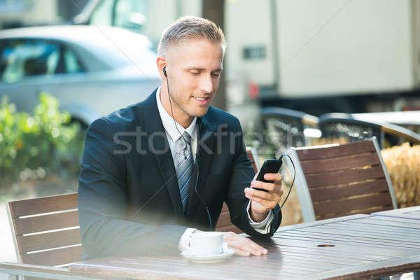 Affaires écouter musique séance banc Photo stock © AndreyPopov