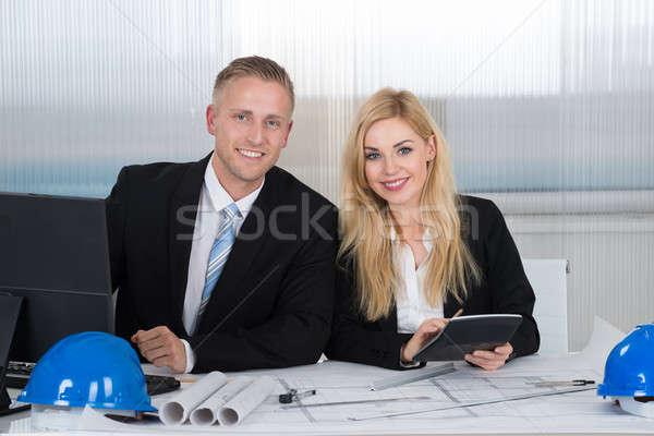 Bespreken blauwdruk kantoor jonge bureau business Stockfoto © AndreyPopov