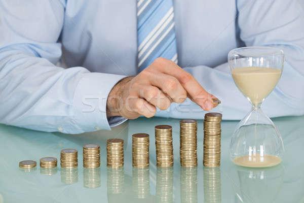 Biznesmen klepsydry monet Zdjęcia stock © AndreyPopov