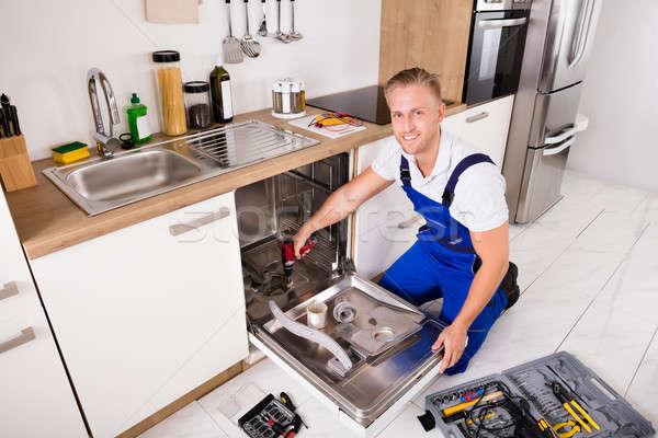 Stok fotoğraf: Bulaşık · makinesi · mutfak · genç · elektrik