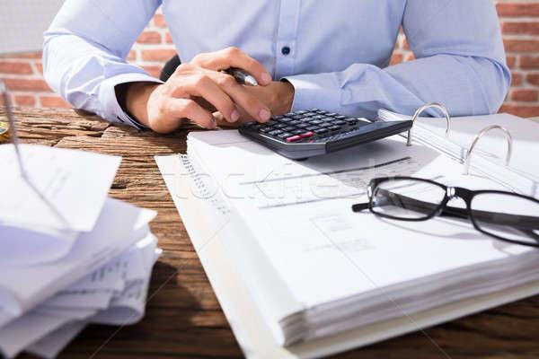 Homme d'affaires facture homme d'affaires simulateur Photo stock © AndreyPopov