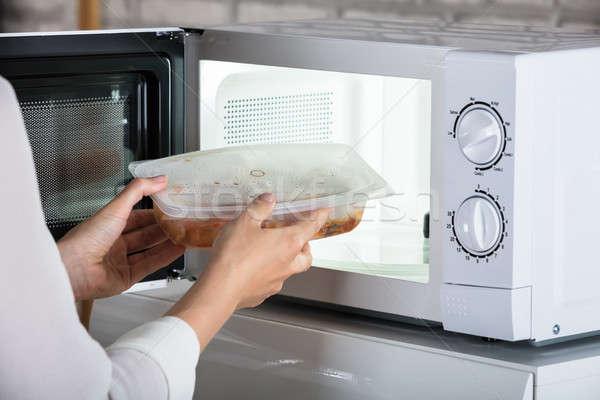 Persona preparato alimentare primo piano forno a microonde forno Foto d'archivio © AndreyPopov