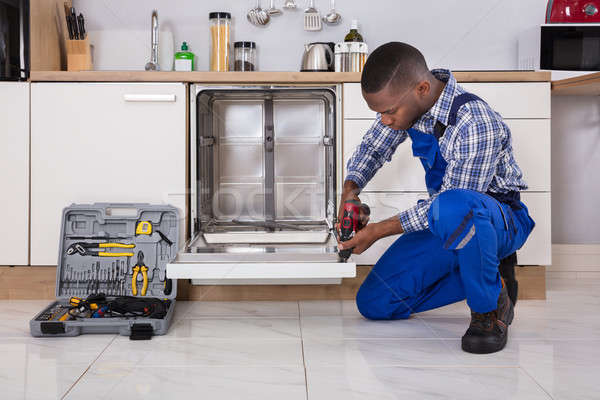 Bulaşık makinesi genç Afrika mutfak Stok fotoğraf © AndreyPopov