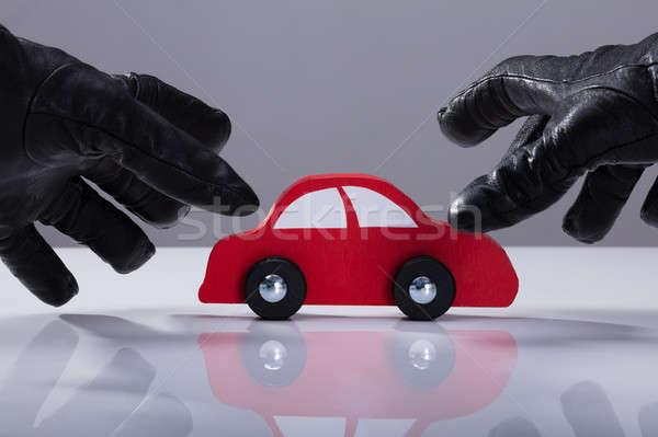 Ladrão vermelho carro mão Foto stock © AndreyPopov
