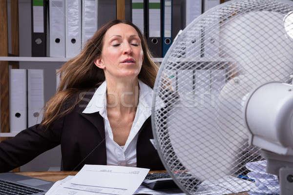 Empresária resfriamento ventilador maduro quente tempo Foto stock © AndreyPopov