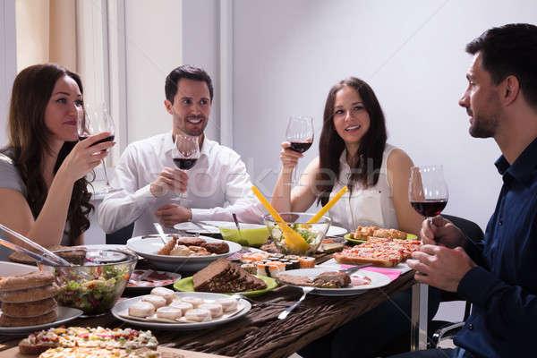 Amigos comida vidro vinho sorridente Foto stock © AndreyPopov