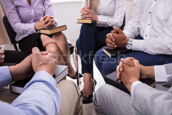 Personas rezando Biblia grupo de personas sesión Foto stock © AndreyPopov